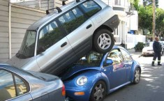 Как парковаться задним ходом?