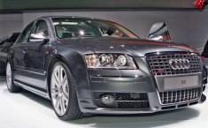 Огромный полноприводный седан Audi S8 поражает своей мощью и комфортом