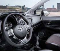 обзор Toyota Yaris 2012-002