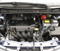 обзор Toyota Yaris 2012-006