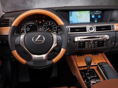 Место водителя Lexus GS